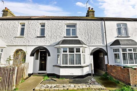 3 bedroom terraced house - Dumergue Avenue, Queenborough, Kent