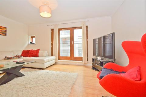 3 bedroom apartment to rent - Waterson Street, Shoreditch, E2