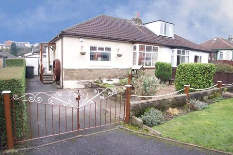 2 bedroom semi-detached bungalow for sale - Hawkstone Avenue, Guiseley, Leeds