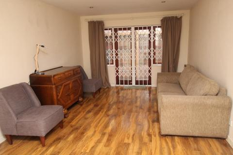 2 bedroom detached bungalow for sale - Lawson Close, Canning Town, Royal Docks, London E16
