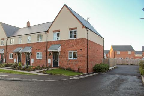 3 bedroom end of terrace house for sale - 16 Daisy Close, Newport, Shropshire, TF10 7FL
