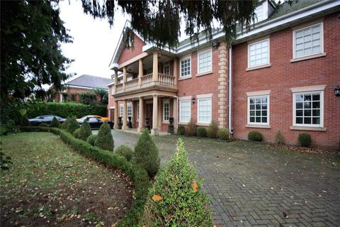 6 bedroom detached house to rent - Camp Road, Gerrards Cross, SL9