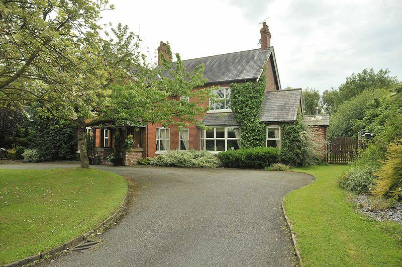 5 Bedrooms Detached House for sale in Holmes Chapel Road, Allostock