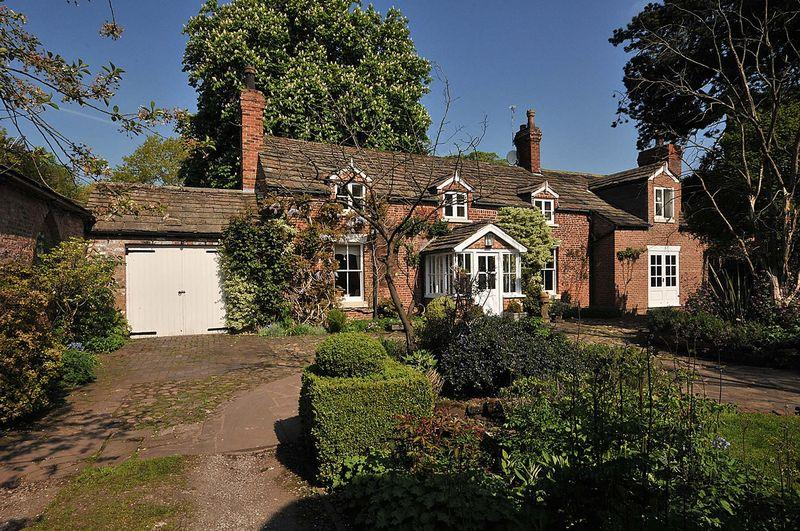 3 Bedrooms Cottage House for sale in Twemlow, Cheshire