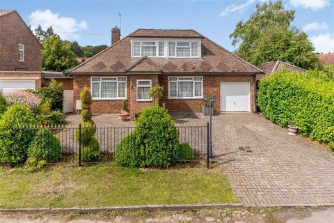 3 bedroom detached bungalow for sale - Dudley Hill Close, Oaklands, Welwyn, Herts, AL6