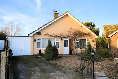 2 bedroom detached bungalow for sale - Estuary Road, King's Lynn