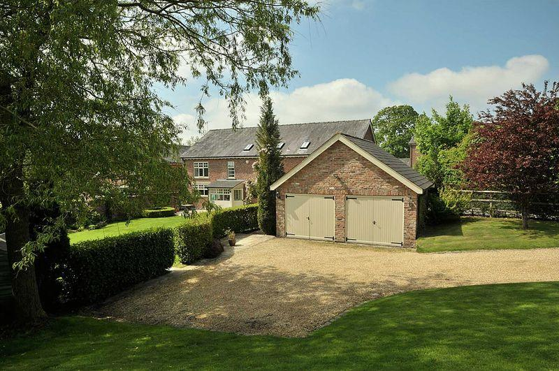 5 Bedrooms Detached House for sale in Lovely barn conversion in Chelford village