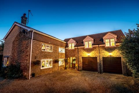6 bedroom cottage for sale - Lynn Road, East Winch