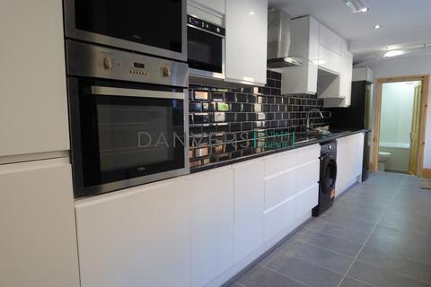5 bedroom terraced house to rent - Wilberforce Road, Leicester