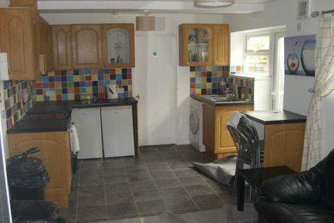 6 bedroom house to rent - Rhymney Street, Cathays,