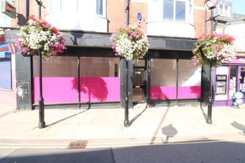 Shop to rent - High Street, Rushden, NN10