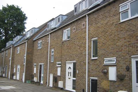 4 bedroom terraced house for sale - Pentelow Gardens, Bedfont
