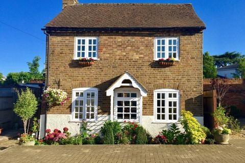 2 bedroom cottage to rent - High Street, Harefield, UB9 6BX