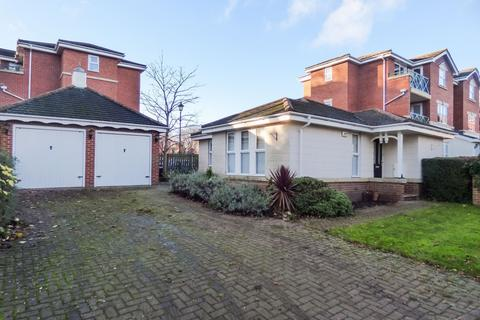 2 bedroom bungalow for sale - Belvedere Gardens, Benton, Newcastle upon Tyne, Tyne and Wear, NE12 9PG