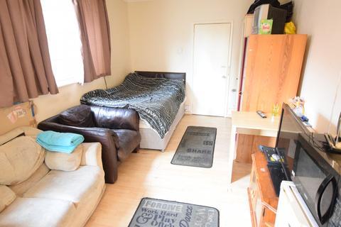 Studio to rent - Whitley Street, Reading, Berkshire, RG2