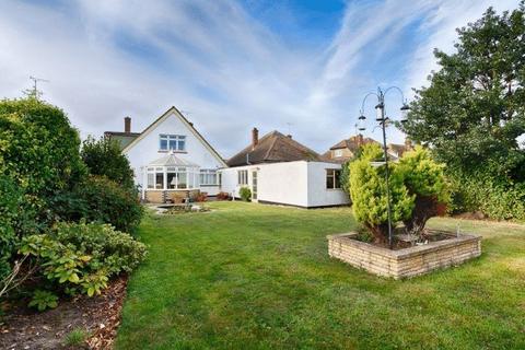 3 bedroom detached house for sale - Leitrim Avenue, Southend-On-Sea