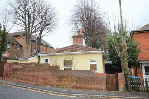 2 bedroom detached bungalow for sale - Waterhouse Lane, Shirley