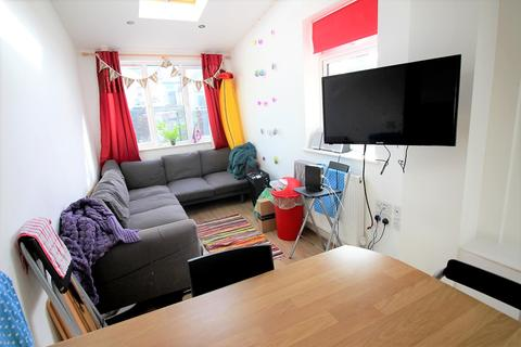 7 bedroom house to rent - Dogfield street , , Cardiff
