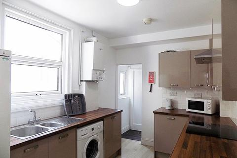 4 bedroom terraced house - * NO STUDENT FEES * Percy Road, Southsea