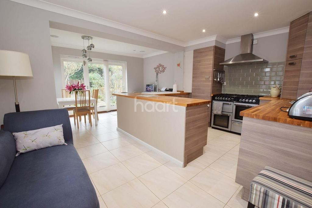 3 Bedrooms Detached House for sale in Friday Wood Green, Colchester, CO2