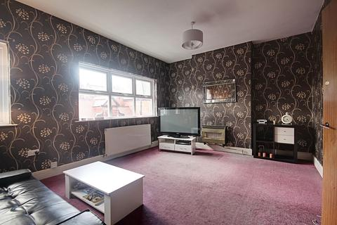 3 bedroom flat for sale - Seely Road, Lenton