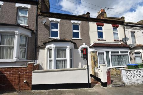 3 bedroom terraced house to rent - Tewson Road London SE18