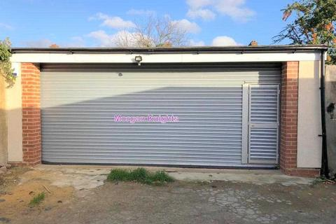 Garage to rent - South Park Drive, Ilford, IG3