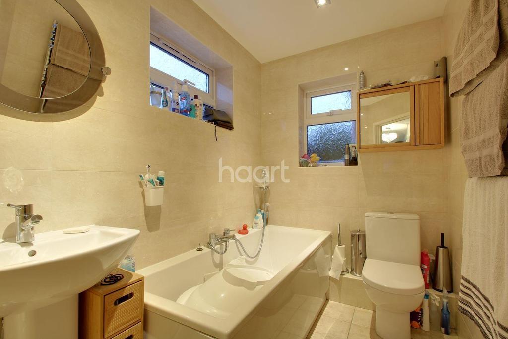 3 Bedrooms Semi Detached House for sale in Village of Caddington