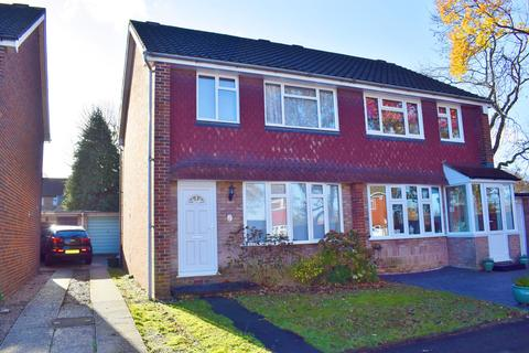 3 bedroom semi-detached house to rent - Chyngton Close, Sidcup, Kent, DA15 7HS