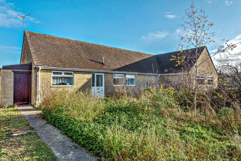2 bedroom semi-detached bungalow for sale - Cirencester
