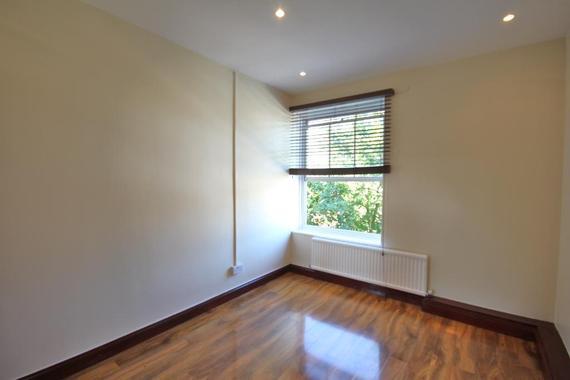 3 bedroom flat essex road