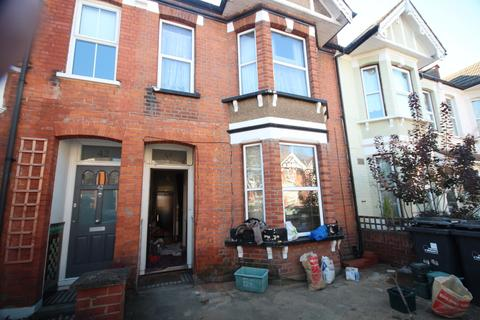 1 bedroom in a house share to rent - St. Kilda Road, West Ealing, London