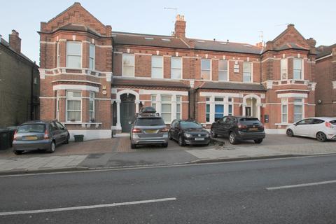 2 bedroom flat to rent - Manor Road, Beckenham, BR3