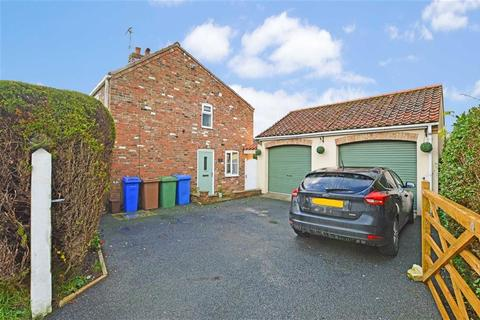 3 bedroom cottage for sale - Beverley Road, Beeford, East Yorkshire