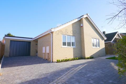 2 bedroom detached bungalow for sale - Cornfield Crescent, Corton, Lowestoft