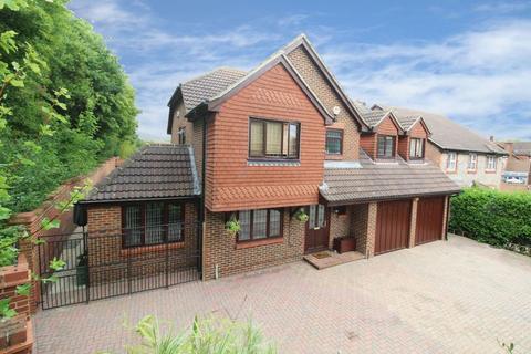 5 bedroom detached house for sale - Tennyson Close, HORSHAM