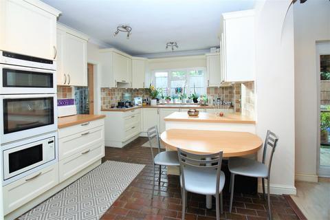 4 bedroom semi-detached bungalow for sale - Penhill Road, Bexley