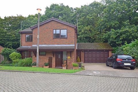 4 bedroom detached house for sale - Magdalen Close, Hempstead, ME7