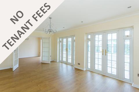 4 bedroom detached house to rent - High Road, Woodford Green, IG8