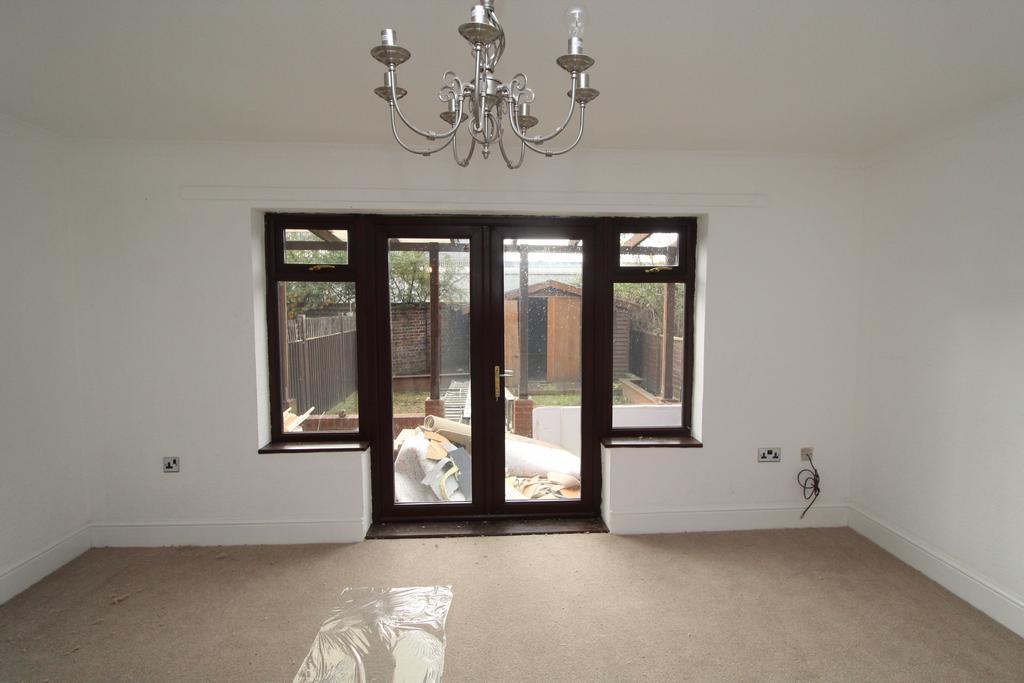 5 Bedrooms Terraced House for sale in Winifred Street, Royal Docks, London E16
