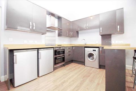 2 bedroom apartment to rent - Essex House, 1 Harold Court Road, ROMFORD