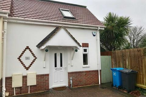 2 bedroom semi-detached house to rent - Wharfdale Road, Poole