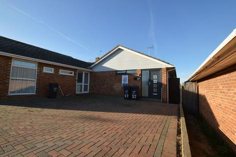 2 bedroom semi-detached bungalow to rent - Margate