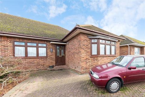 3 bedroom bungalow for sale - Hunter Drive, Hornchurch, RM12