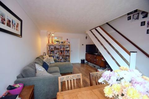2 bedroom house to rent - Falstone, Woking, GU21