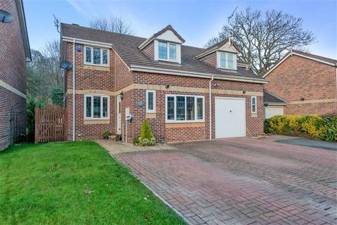 4 bedroom semi-detached house for sale - Maple Drive, New Farnley, Leeds, West Yorkshire, LS12