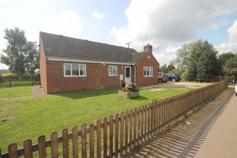2 bedroom detached bungalow for sale - Main Road, Minsterworth