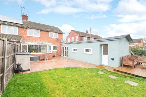 3 bedroom semi-detached house for sale - Northfield Road, Aylesbury, Buckinghamshire, HP20