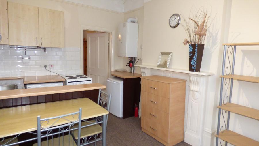 1 double bedroom ground floor flat to rent