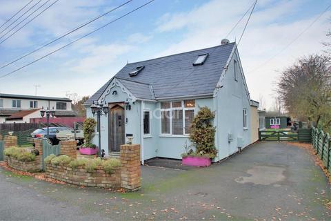 3 bedroom detached house for sale - Katherine Road, Basildon